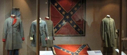 """Civil War display with confederate flag at Charleston Museum"" by edward stojakovic / CC BY 2.0 (Flickr)"