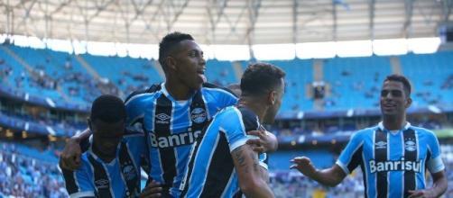Jogador em comemoração de gol marcado na Arena (Foto: Lucas Uebel)