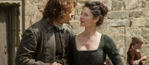 """Sam Heughan and Caitriona Balfe's characters left fans devastated in a new """"Outlander"""" Season 3 teaser. Photo by STARZ/YouTube Screenshot"""