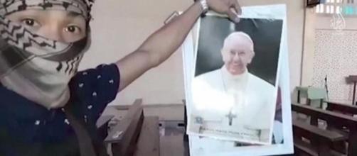 'Saremo a Roma': l'Isis minaccia il Papa in un nuovo video - lastampa.it