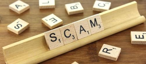 Synonyms of Scam CC BY-SA 3.0 Nick Youngson credits:thebluediamondgallery.com http://www.thebluediamondgallery.com/wooden-tile/s/scam.html