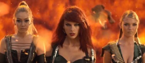 Taylor Swift - YouTube Screenshot | Hollywood Life/https://www.youtube.com/watch?v=o-kcPfXTGuY&t=39s