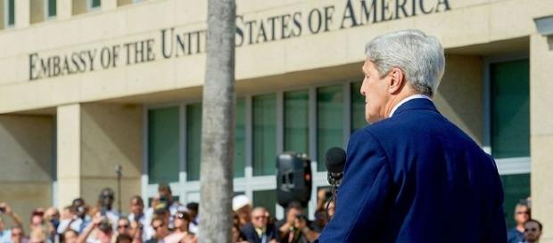 Former Secretary of State John Kerry in the U.S. embassy in Cuba (Photo: U.S. Department of State - Wikimedia)