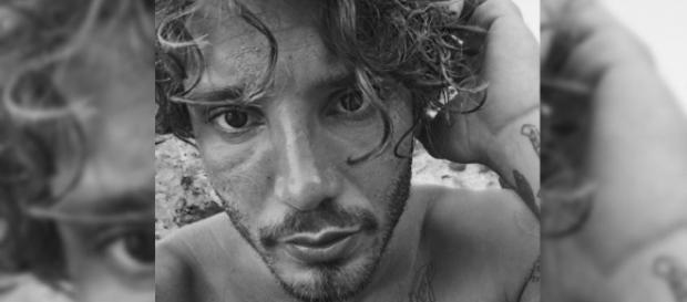 Gossip, Stefano De Martino in vacanza a Mykonos con Gilda: l'avvistamento.