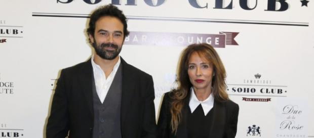 María Patiño posando con Ricardo.