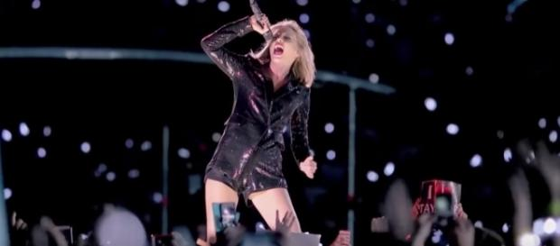 """Taylor Swift Posts CRYPTIC Snake Video Clip via Clevver News youtube channel"