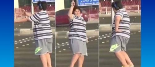 """Adolescente foi preso por ter dançado a música """"Macarena"""" em público na Arábia Saudita"""