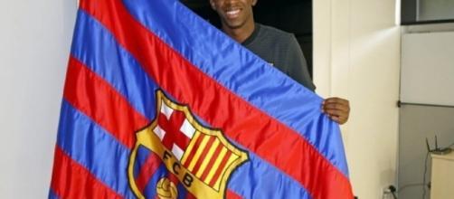 Dembélé signe son contrat au FC Barcelone