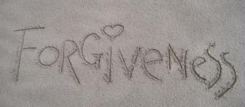 Learn to forgive and forget Capricorn. Holding a grudge just prevents you from enjoying the happiness of the present. - Image via Pixabay.