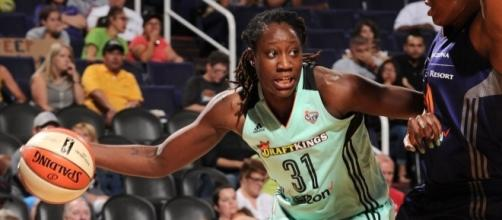 Tina Charles and the Liberty try to make it six wins in a row on Wednesday as they face Indiana. [Image via WNBA/YouTUbe]