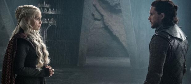 Fans seem to be warming up to the idea of a Jon Snow and Daenerys Targaryen romance. source: Kristina R/youtube