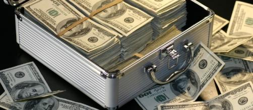 Appreciate money. Image via Pixabay.