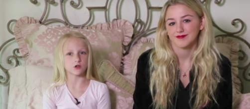 Clara Lukasiak and her sister, Chloe--Image by YouTube/Clara's World
