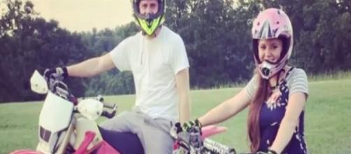 'Counting On' couple Joy-Anna Duggar and Austin Forsyth enjoys dirt biking / Photo via Hallo Celebrity , YouTube