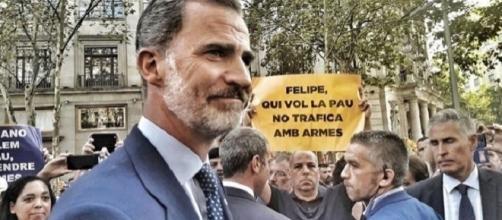 Felipe VI en la manifestación contra el terrorismo en Barcelona