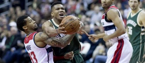Giannis with the ball   Wikimedia Commons