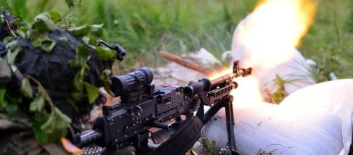 US para soldiers in action with machine gun. Photo credit.pixabay.com/en/us-army-paratrooper-exercise-2539189/