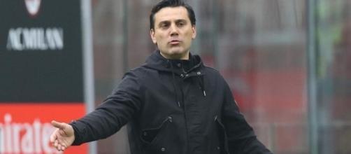 Vincenzo Montella annuncia il passaggio alla difesa a 3 per il Milan