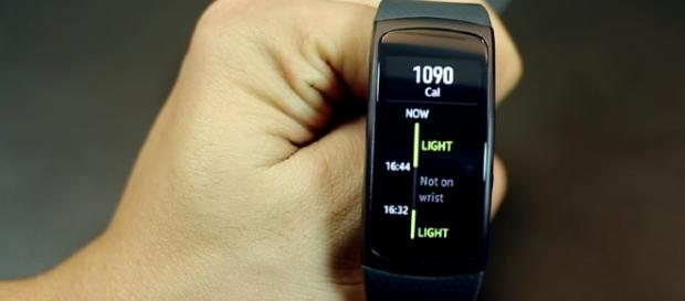Samsung Gear Fit 2 - YouTube/mobiscrub Channel