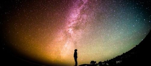 Follow the stars - Image via Pixabay.