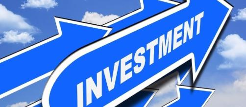 Money. Invest. Image via Pixabay.