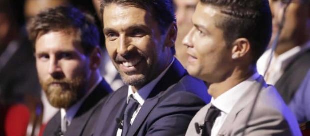 Leo Messi, Buffon y Cristiano Ronaldo en la gala de la UEFA.