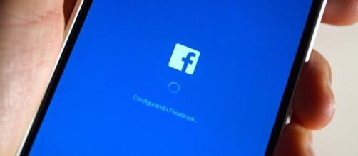 Facebook popularity among teens in the US dwindling / Photo via Eduardo Woo, Flickr