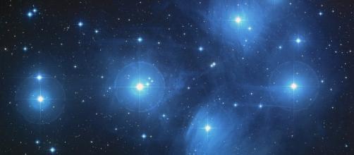 Follow the stars. image via Pixabay