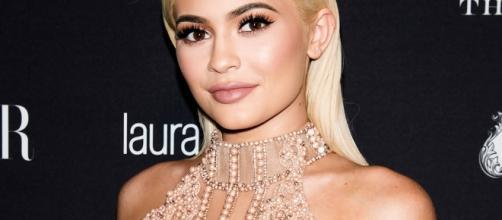 Kylie Jenner posará para revista como veio ao mundo pela primeira vez