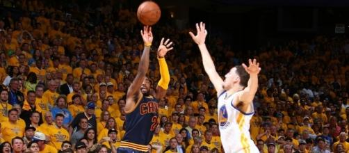 Kyrie Irving and Klay Thompson could have swapped places - image source: Gigantes Basket/Flickr - flickr.com
