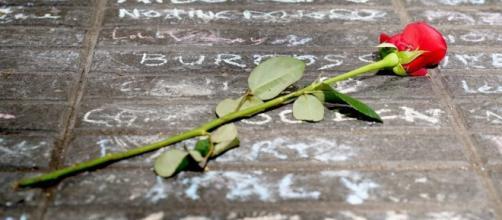 La manifestación ciudadana recuerda a las víctimas del atentado. Public Domain.