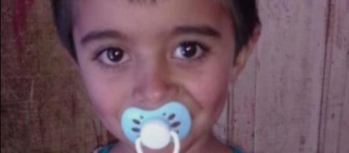 Menino de 6 anos é encontrado morto dentro de mala