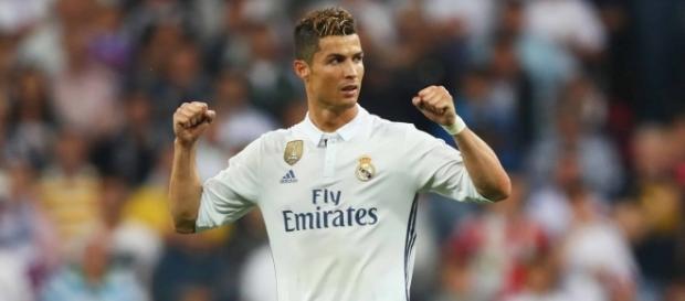 Cristiano Ronaldo atuando com o Real Madrid (Foto: Getty Images)