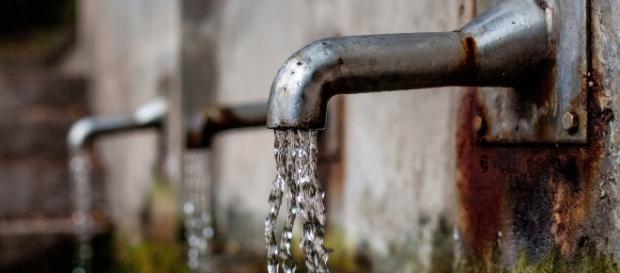 High levels of manganese may contaminate underground drinking water. [Image via Pixabay]