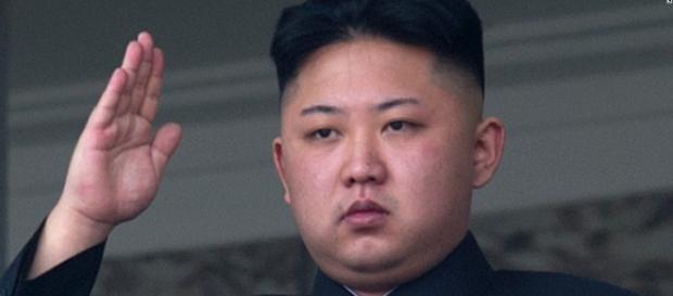 Kim Jong-un: o país disparou míssil de curto alcance nesta terça-feira (29)