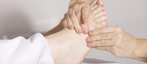 Foot massage. Image via Pixabay