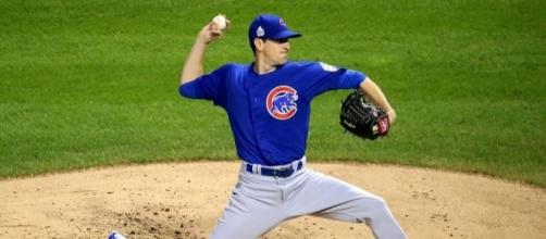 Hendricks is ready to throw, https://en.wikipedia.org/wiki/Kyle_Hendricks#/media/File:Kyle_Hendricks_first_inning_Game_7_2016_World_Series.jpg