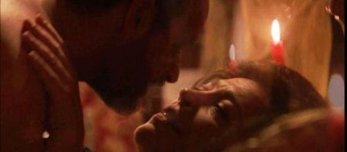 Il Segreto anticipazioni: Raimundo e Francisca fanno l'amore