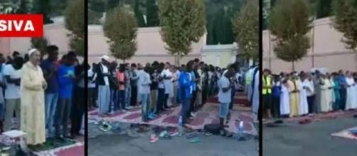 Preghiera collettiva di fedeli musulmani a Ventimiglia