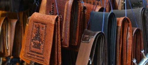 Shopping. Shopaholic. Image via Pixabay