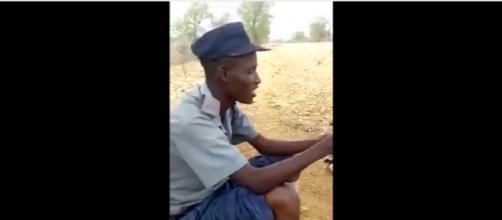 Zimbabwe traffic cop counting 'bribe' money by roadside Image - Bulawayo24 News | YouTube
