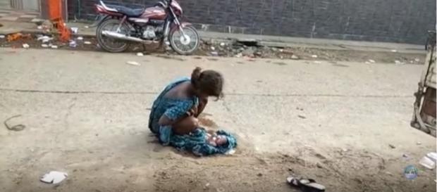 Apesar de parir perto do hospital, médicos não foram ajudá-la e impediram que ambulância fosse até ela (Jharkhand News)
