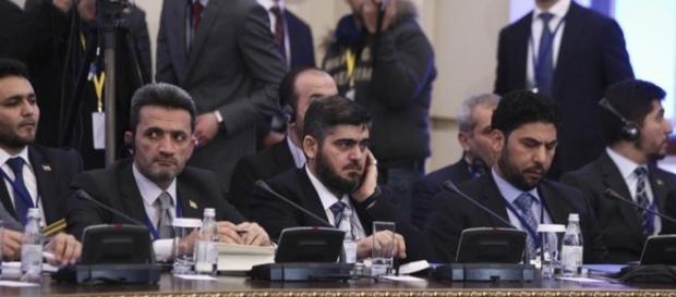I rappresentanti dell'opposizione siriana in uno dei numerosi cicli di incontri ad Astana