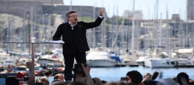 Jean-Luc Mélenchon en meeting à Marseille appelle les français à manifester le 23 septembre contre la Loi travail.