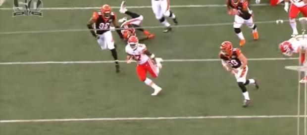 Spencer Ware injures knee, Kansas City Chiefs promote rookie Kareem Hunt- Photo: YouTube (NFL)