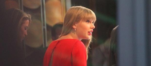 Taylor's new single-https://upload.wikimedia.org/wikipedia/commons/f/f6/Taylor_Swift_GMA_%288114085506%29.jpg