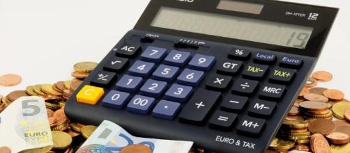 Finance, Spend. Image via Pixabay