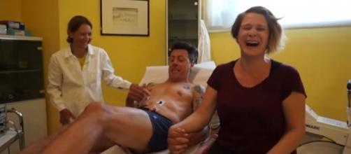 Gianmarco Pozzoli ha le contrazioni da parto