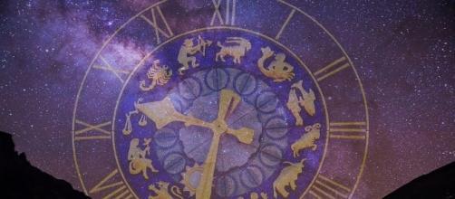 Imagem do oráculo dos signos apontado para gêmeos.