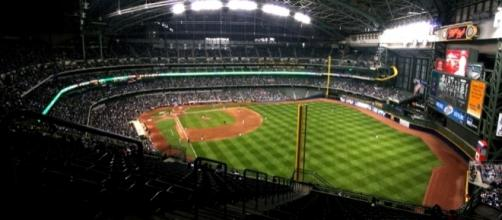 Miller Park, home of the Milwaukee Brewers (Wikipedia/Spaluch1)